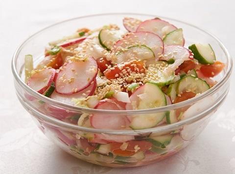 Салат з редискою і кунжутом /