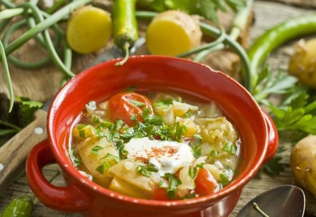 Летний овощной суп на курином бульоне