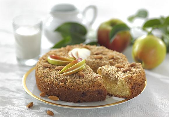 Яблучний пиріг з посипкою /